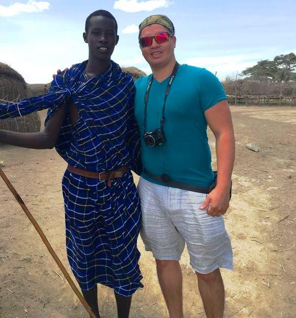Carlos con Tribu Masai