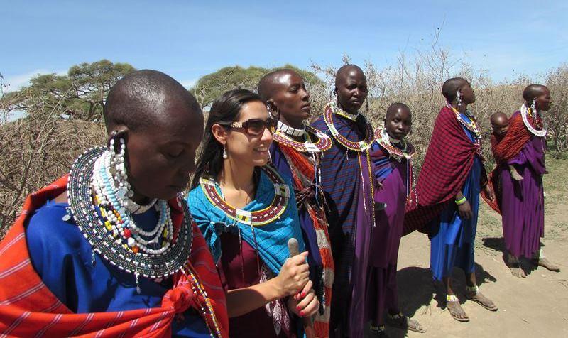 Daniela con Tribu Masai